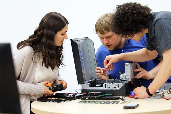 Technicians with in-depth technical knowledge for PC repairs